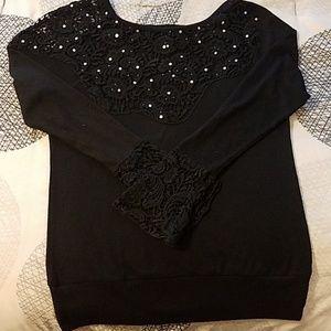 Buckle BKE Boutique sweater.